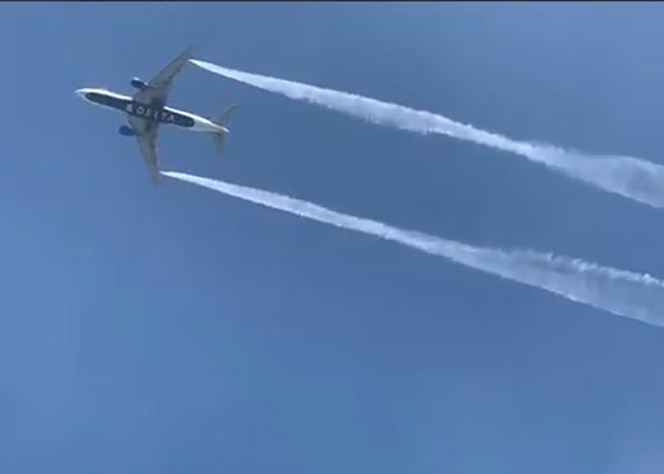 Boeing 777-200 авиакомпании Delta Air Lines сбрасывает топливо над Лос-Анджелесом. |Фото: YouTube