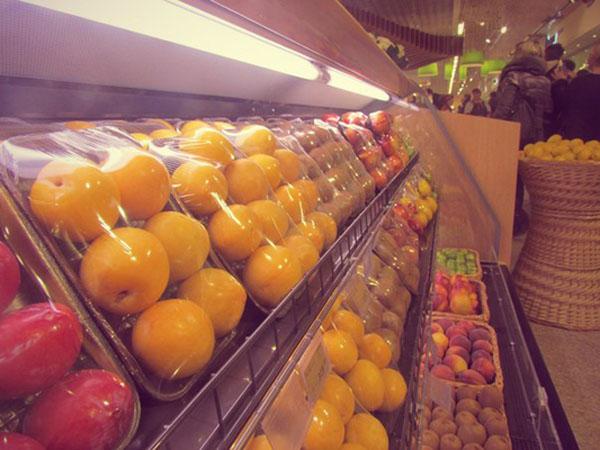 фрукты магазин супермаркет витрина прилавок Гринвич Гипербола Фото:Накануне.RU