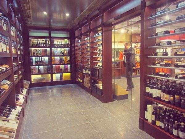 Гринвич Гипербола магазин супермаркет прилавок винный отдел вино алкоголь|Фото:Накануне.RU